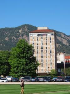 Torre del JILA, situada en el campus de la Universidad de Colorado en Boulder.