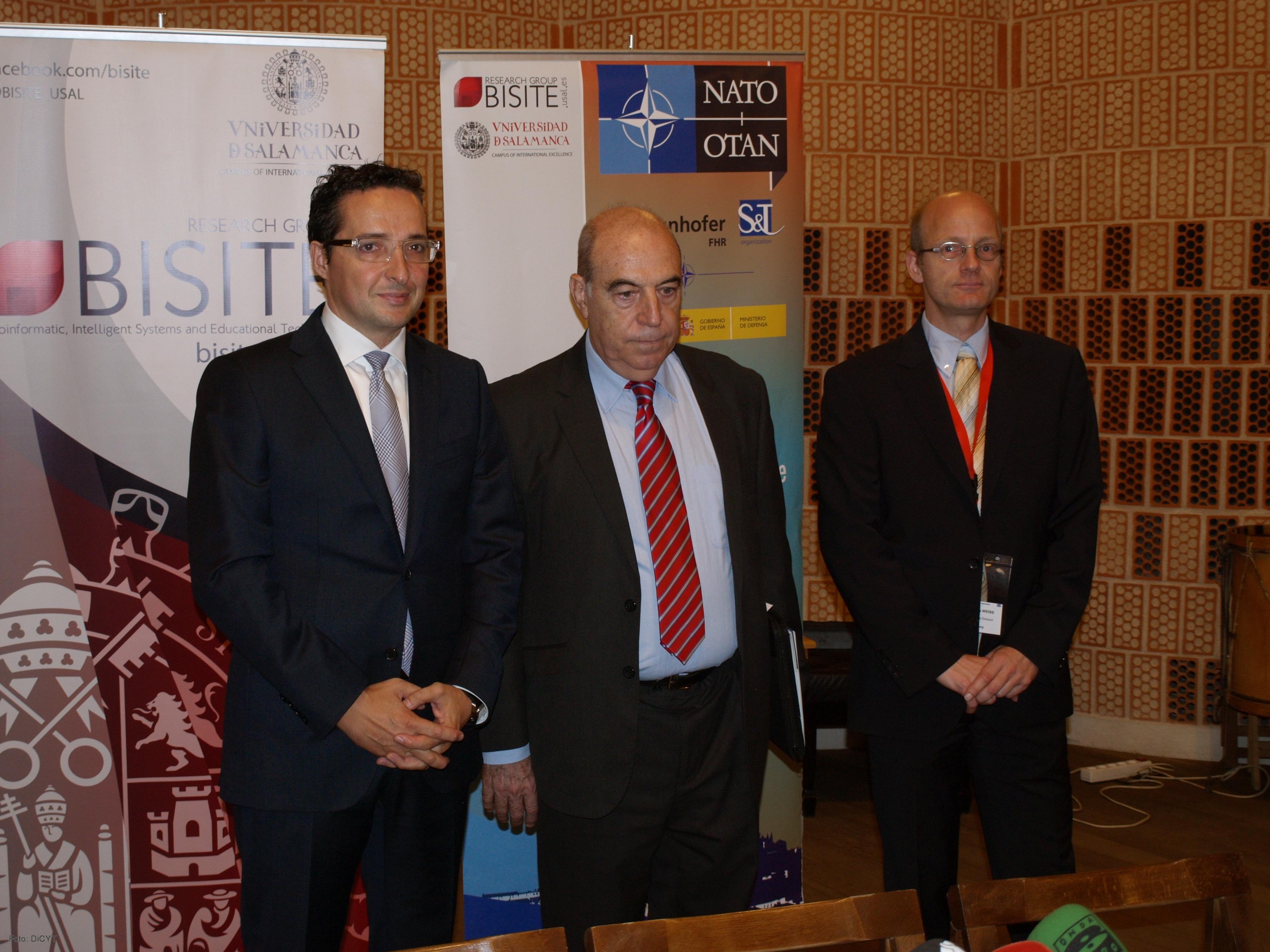 41577887c De izquierda a derecha, Juan Manuel Corchado, Tomás Martínez Piquer y  Matthias Weiß.