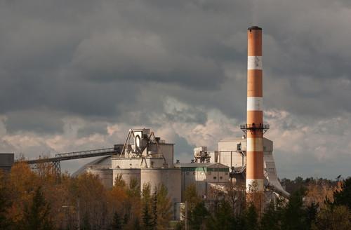 Industria emisora de gases contaminanets. Foto: Agencia ID.