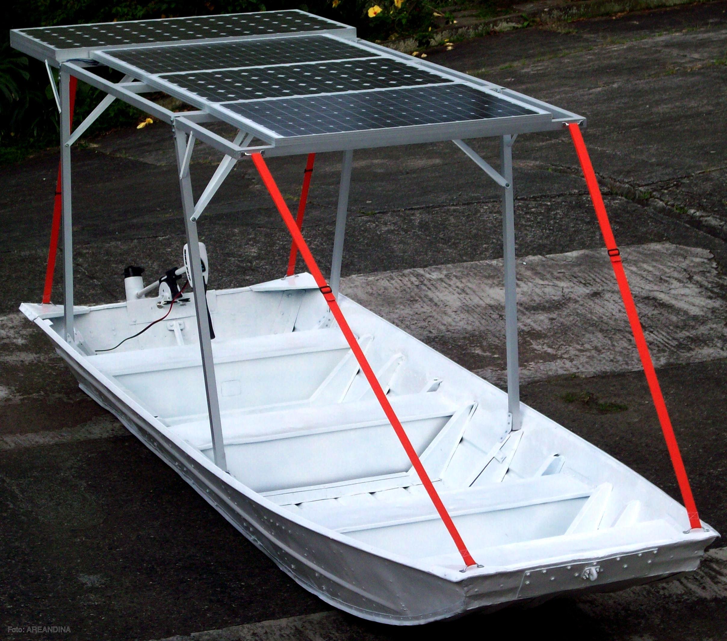 Prototipo de lancha que funciona con energía solar y ...