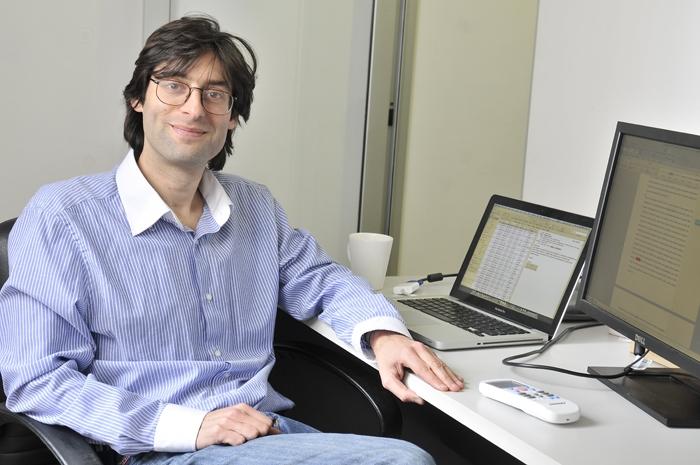 El doctor Ariel Bardach, médico clínico y epidemiólogo del Centro ...